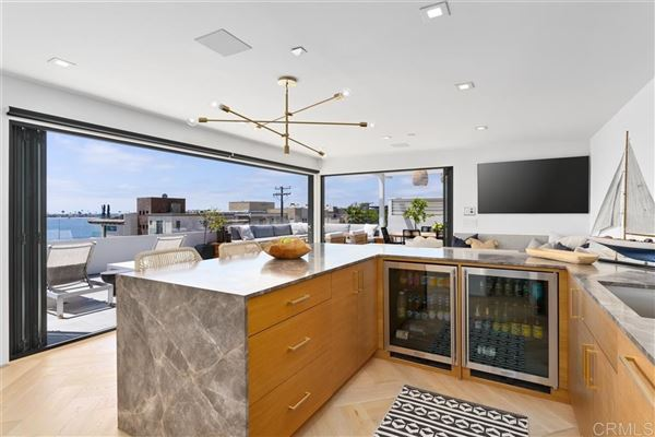 Luxury homes Meticulously designed contemporary duplex in Crown Point