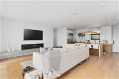 Meticulously designed contemporary duplex in Crown Point luxury homes