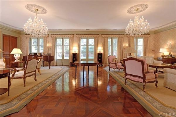 Luxury homes in renowned residence on 32 prime acres