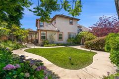 Luxury homes in the heart of the Encinitas Ranch golf community