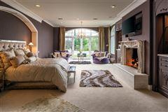 Luxury properties breathtaking estate in The Bridges