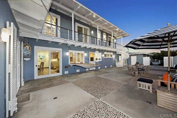 Luxury homes in an idyllic beach haven in del mar