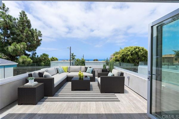 Luxury homes New contemporary construction with 180-degree ocean views