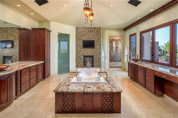 significant luxury estate in Fairbanks Ranch mansions