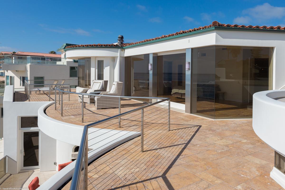 Luxury homes in oceanfront La Jolla home