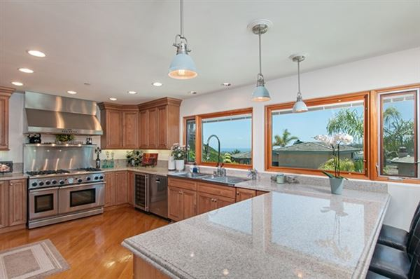 Luxury real estate ocean view detached luxury home for rent