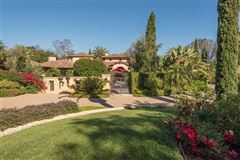 Luxury homes in private oasis in prime Rancho Santa Fe Covenant location