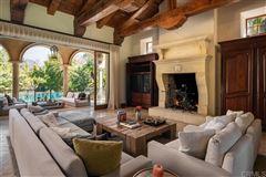 private oasis in prime Rancho Santa Fe Covenant location mansions