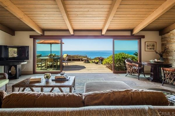 Luxury homes OCEANFRONT LIVING AT ITS BEST