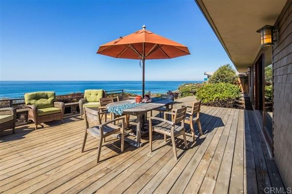 Luxury properties OCEANFRONT LIVING AT ITS BEST