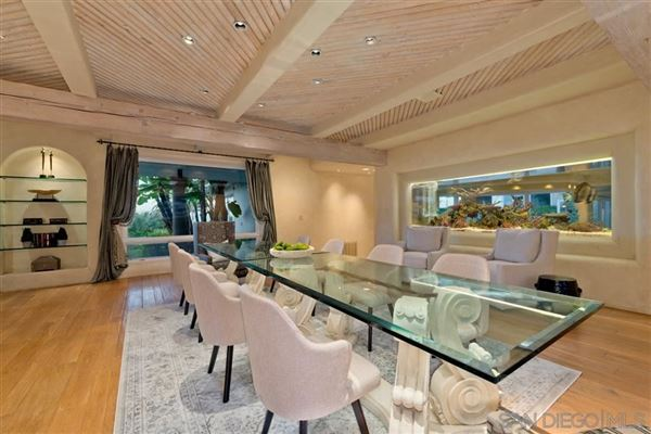 Luxury homes Exceedingly Private Estate with views