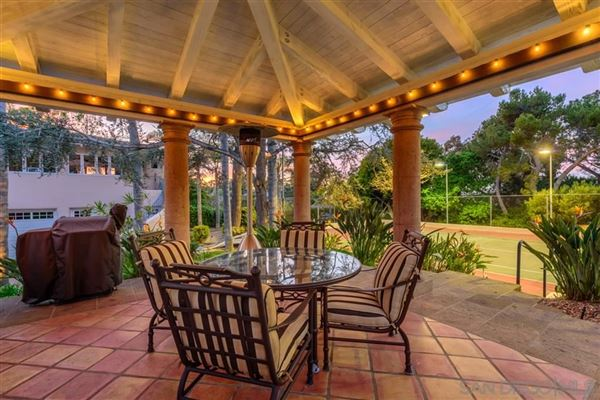 Exceedingly Private Estate with views luxury properties