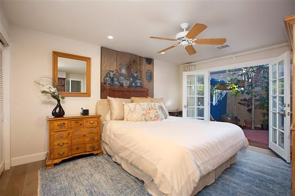 Luxury homes in oceanfront rental home directly on the sand