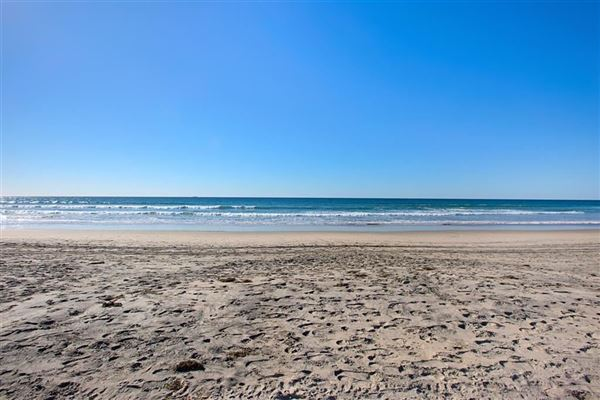 Luxury homes oceanfront rental home directly on the sand