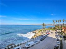 Luxury homes double-unit in exclusive 939 Coast