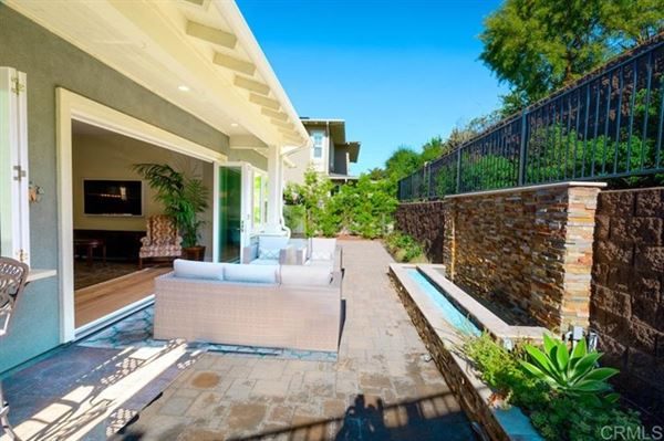 Luxury real estate new construction single-story for long-term rental