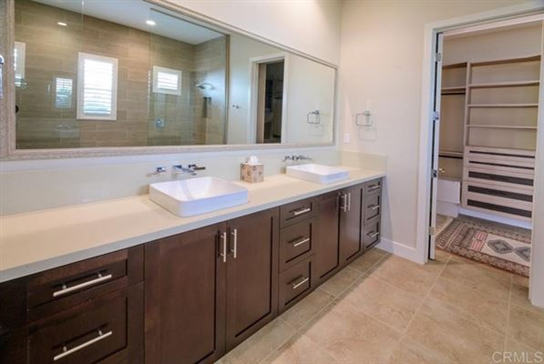 Luxury homes in new construction single-story for long-term rental