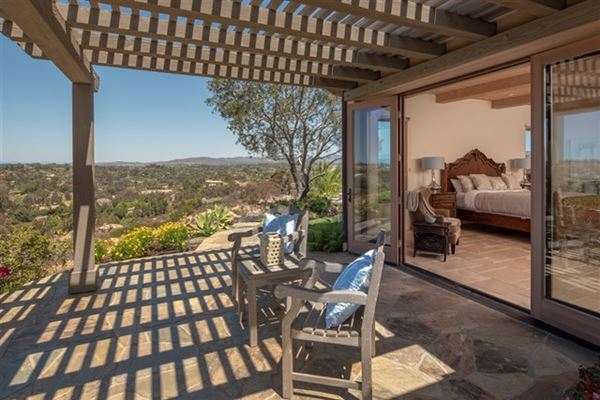 Luxury homes in Commanding 270-degree views from every room