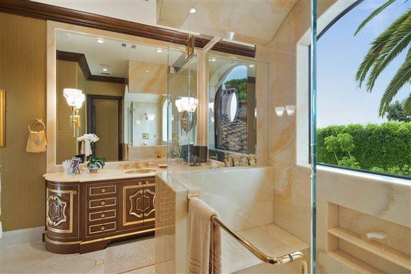 Exquisite Muirlands trophy estate luxury homes