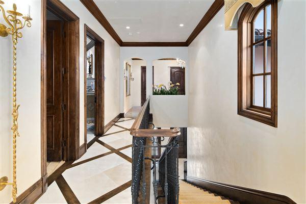 Mansions Exquisite Muirlands trophy estate