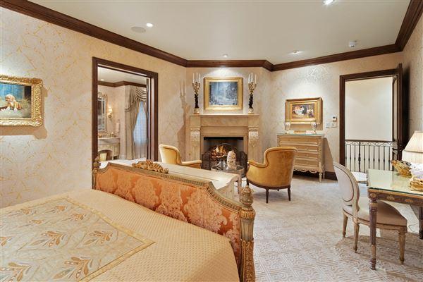 Luxury homes in Exquisite Muirlands trophy estate
