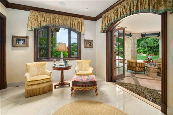 Exquisite Muirlands trophy estate luxury real estate