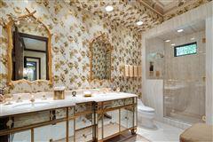 Luxury homes Exquisite Muirlands trophy estate