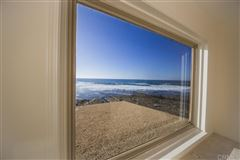 Mansions in  spectacular ocean front condo