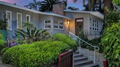 Luxury properties A BLEND OF MID CENTURY AND CONTEMPORARY
