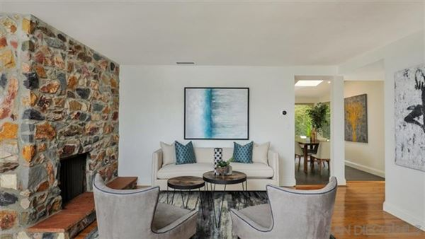 A BLEND OF MID CENTURY AND CONTEMPORARY  luxury homes