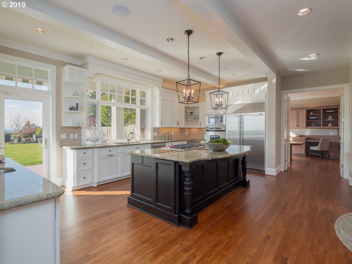 Cape Cod meets Lake Oswego luxury properties