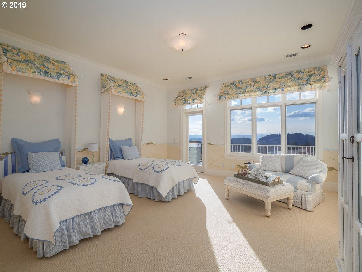 Cape Cod meets Lake Oswego luxury real estate