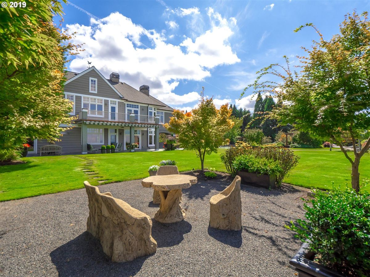 Mansions in Cape Cod meets Lake Oswego