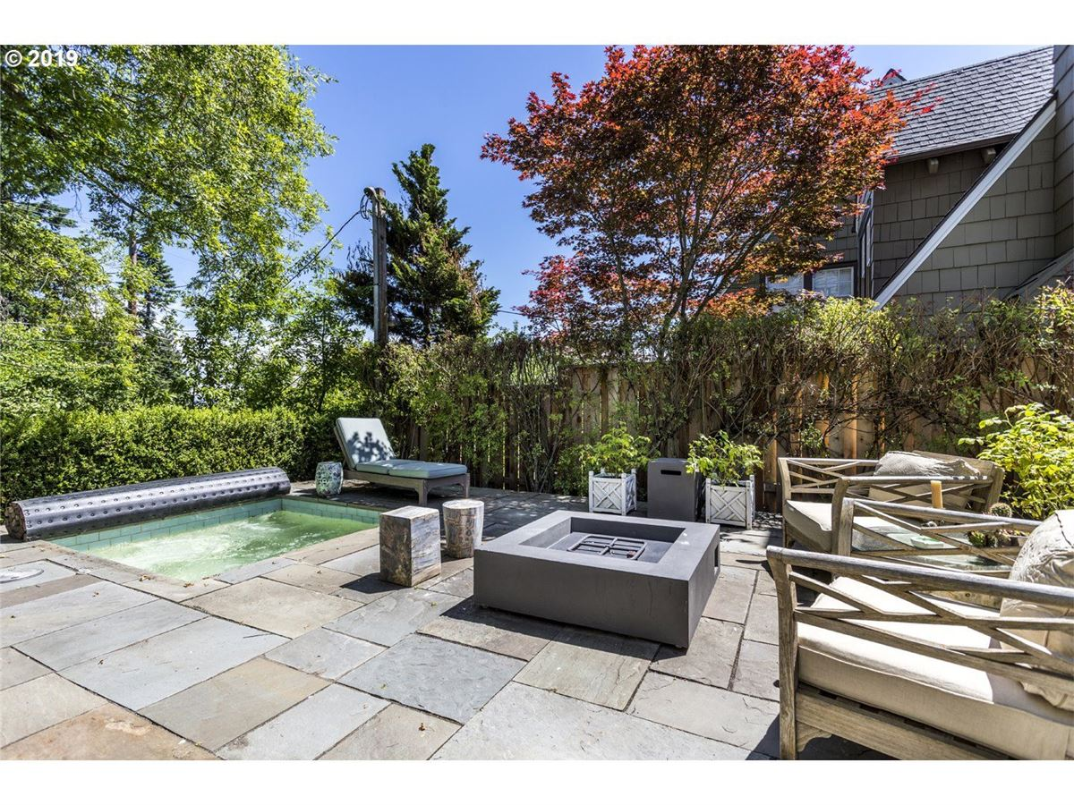 Mansions in Coveted Kings Heights