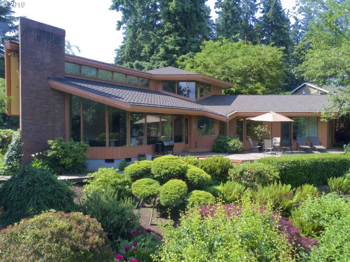 A beautiful riverfront property mansions