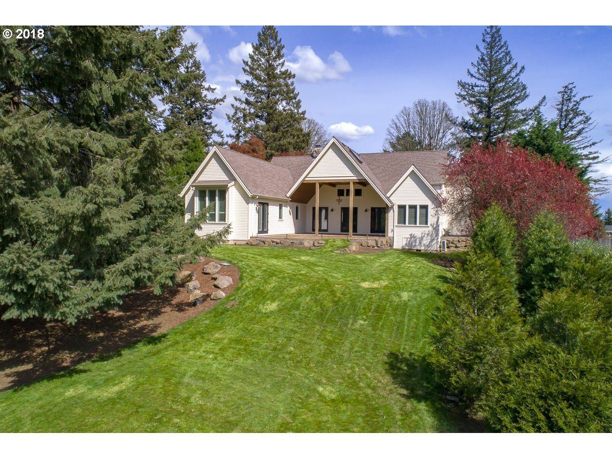 Mansions in beautiful custom home in highly desirable Forest Highlands