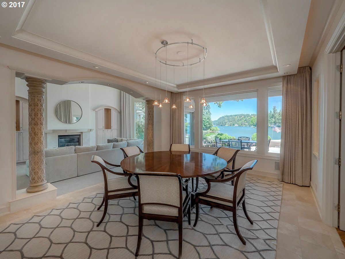 Luxury homes enjoy Main lake living at its finest
