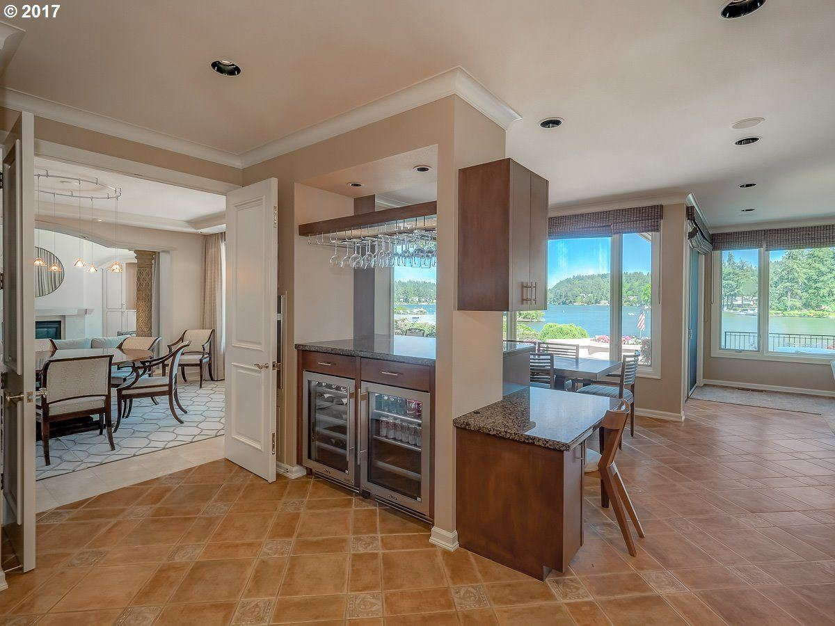 Luxury properties enjoy Main lake living at its finest
