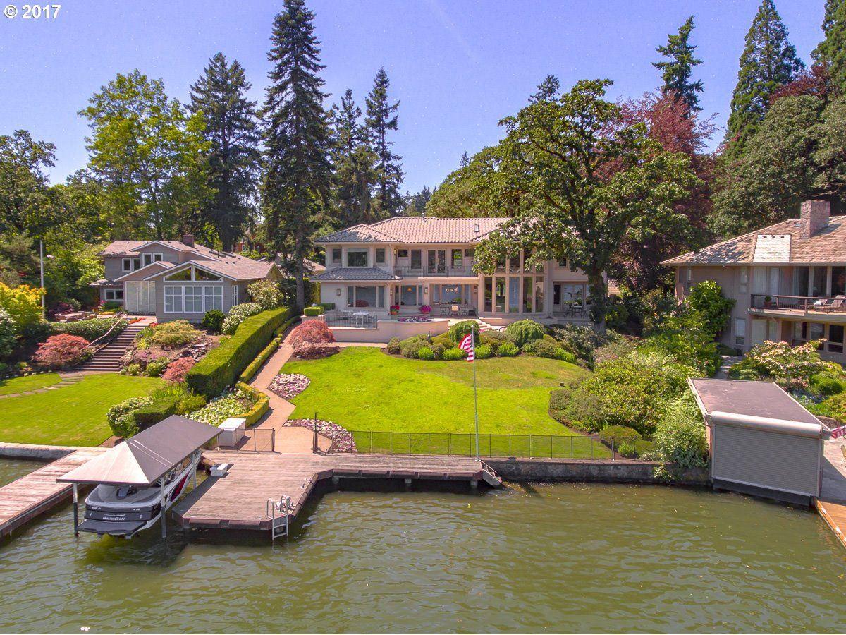 Mansions enjoy Main lake living at its finest