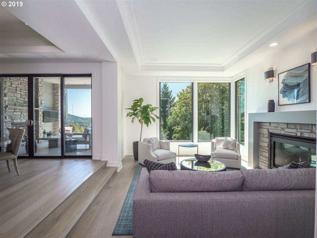 Luxury homes stunning renovation in the Northwest Heights Oregon