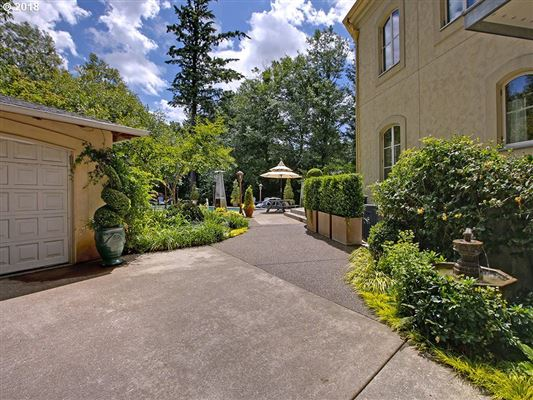 Luxury homes Private and gated home in portland