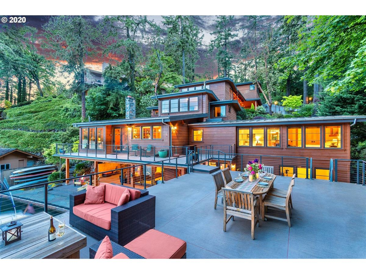Luxury homes Northwest contemporary meets luxurious lodge