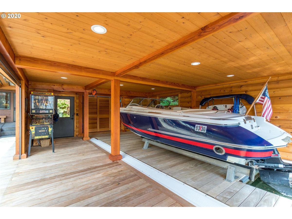 Luxury properties Northwest contemporary meets luxurious lodge
