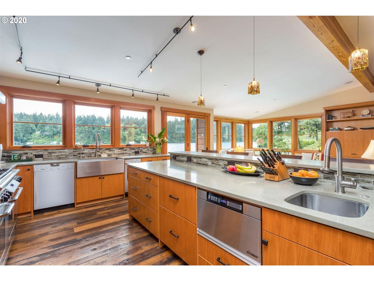 Luxury homes in Northwest contemporary meets luxurious lodge