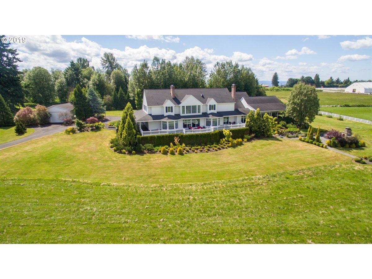 serene modern farmhouse mansions