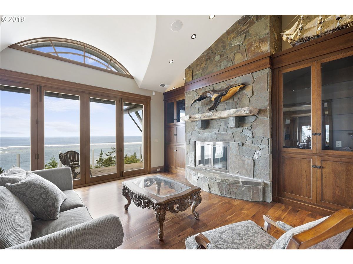 Mansions exquisitely built craftsman masterpiece