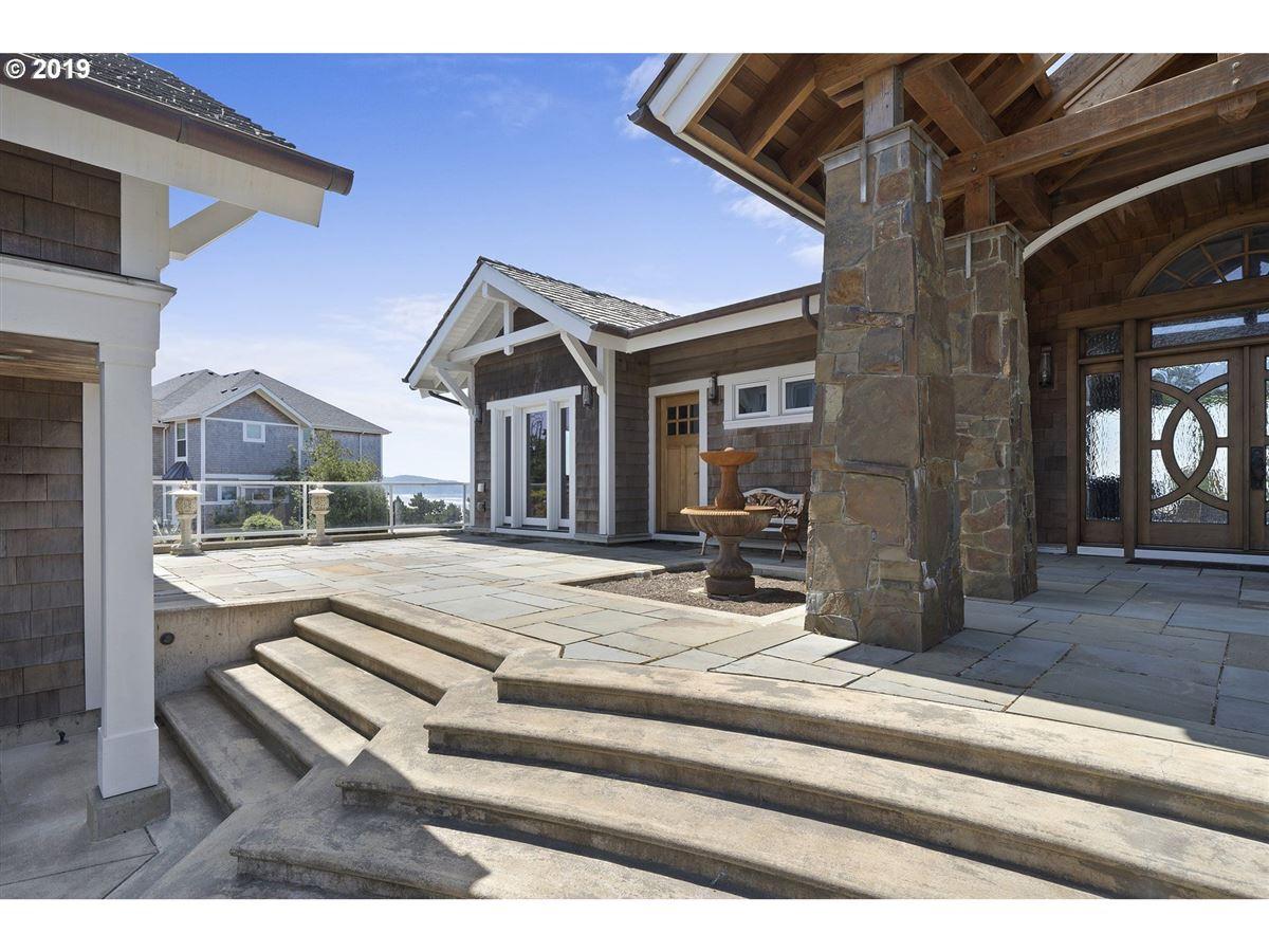exquisitely built craftsman masterpiece mansions