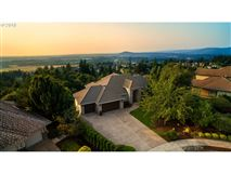 Luxury real estate Stunning views of the Columbia River