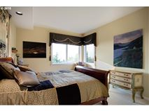 Stunning views of the Columbia River luxury properties