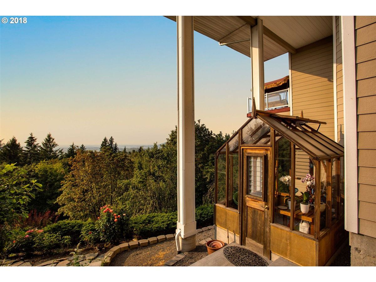 Luxury homes in Stunning views of the Columbia River